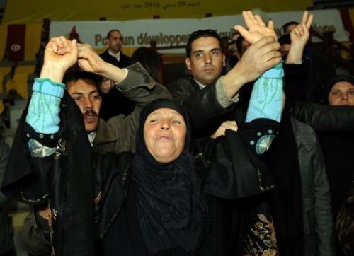 Mannoubia Bouazizi, la mère de Mohamed Bouazizi qui s'est immolé par le feu, manifeste le 29 janvie