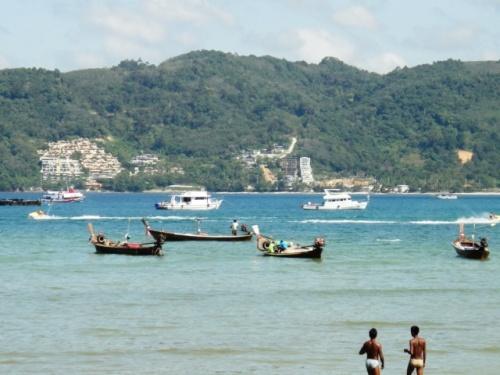 Baie de Patang et baigneurs locaux