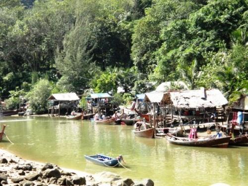 Vie au bord de la rivière à Patang