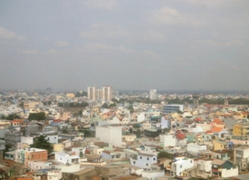 L'A.T.R. rase les toits de Saïgon !