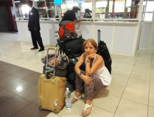 Surveillance des bagages pendant la récupération de carte sim et fric dt taxi