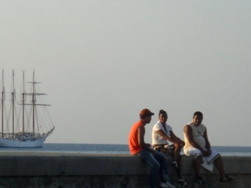 Le soir tombe sur la Havane