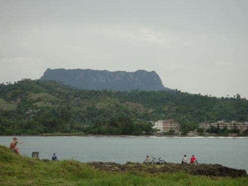 Le Yunque au fond à Caracoa