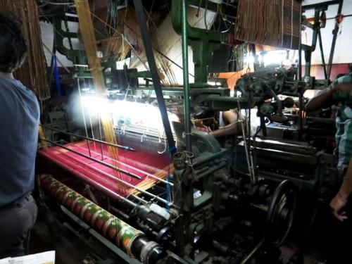 Fabrique de tissus en soie fucshia