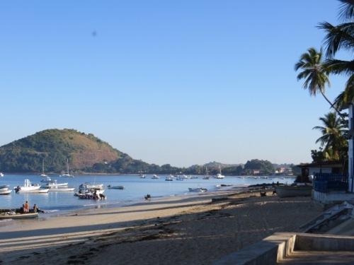 Le soleil se lève sur la plage d'Ambatoloaka
