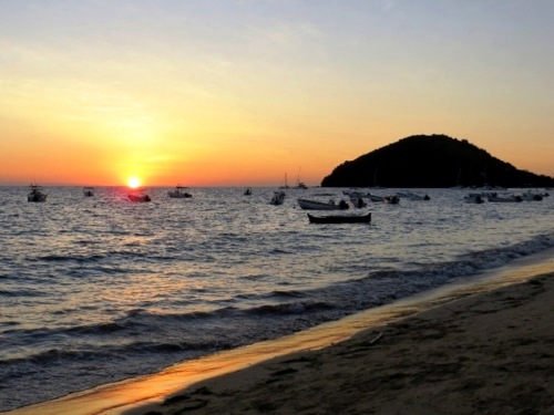 Coucher de soleil sur la plage d'Ambatoloaka
