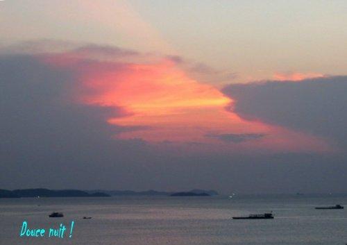 La nuit est tombée sur Pattaya (Thaïlande)