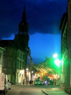 Une rue de Mons en Belgique !