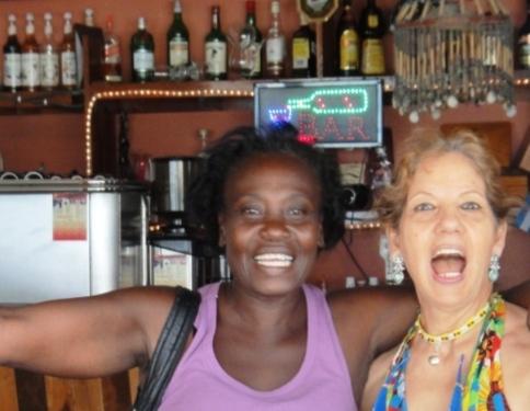 A Ambergris Caye (Bélize), Marcella la chanteuse de garifuna et moi, après son concert !