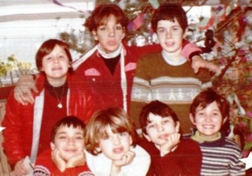 Noël 1981 en Ardèche; 41 ans, plus bronzée que mes élèves et faisant le clown!