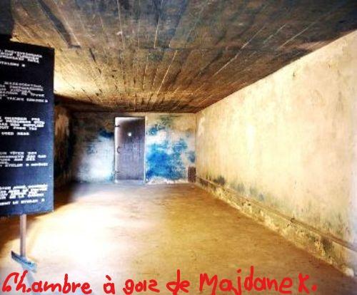 InkedLublin- Majdanek . Chambre à gaz_LI